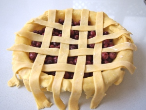 Lattice Topping for Sour Cherry Pie