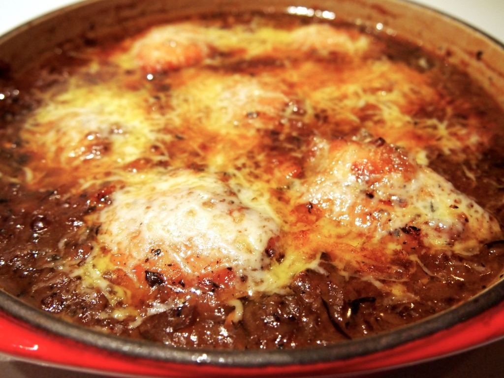 Braised French Onion Chicken With Gruyère Recipe — Dishmaps