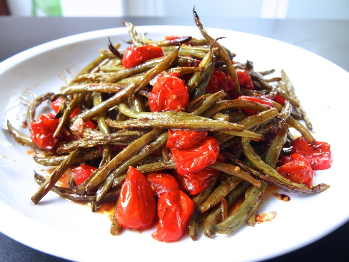 Side Dish to Feed a Crowd - Roasted Green Beans & Tomatoes