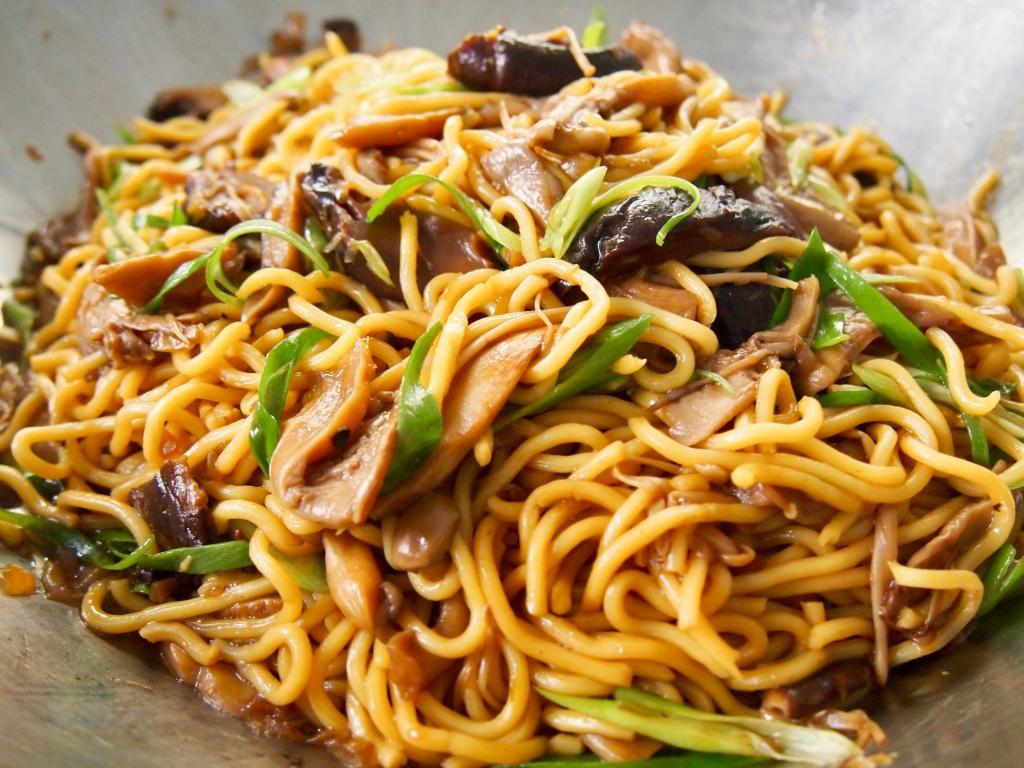 Stir Fried Mushrooms & Noodles