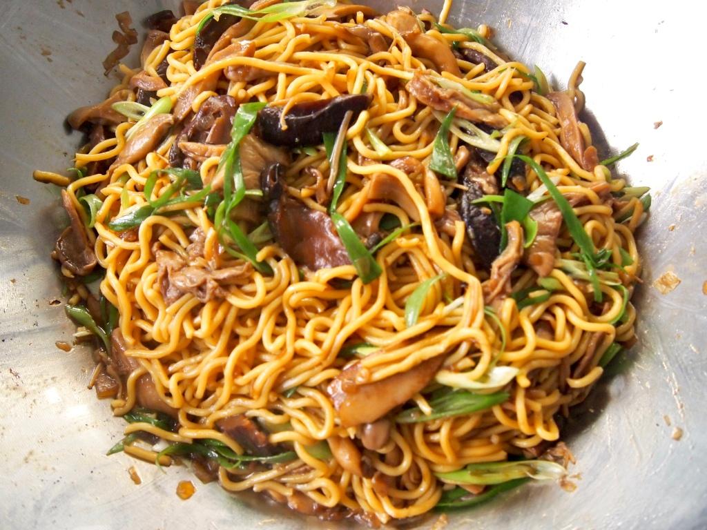 Stir Fried Mushrooms with Noodles